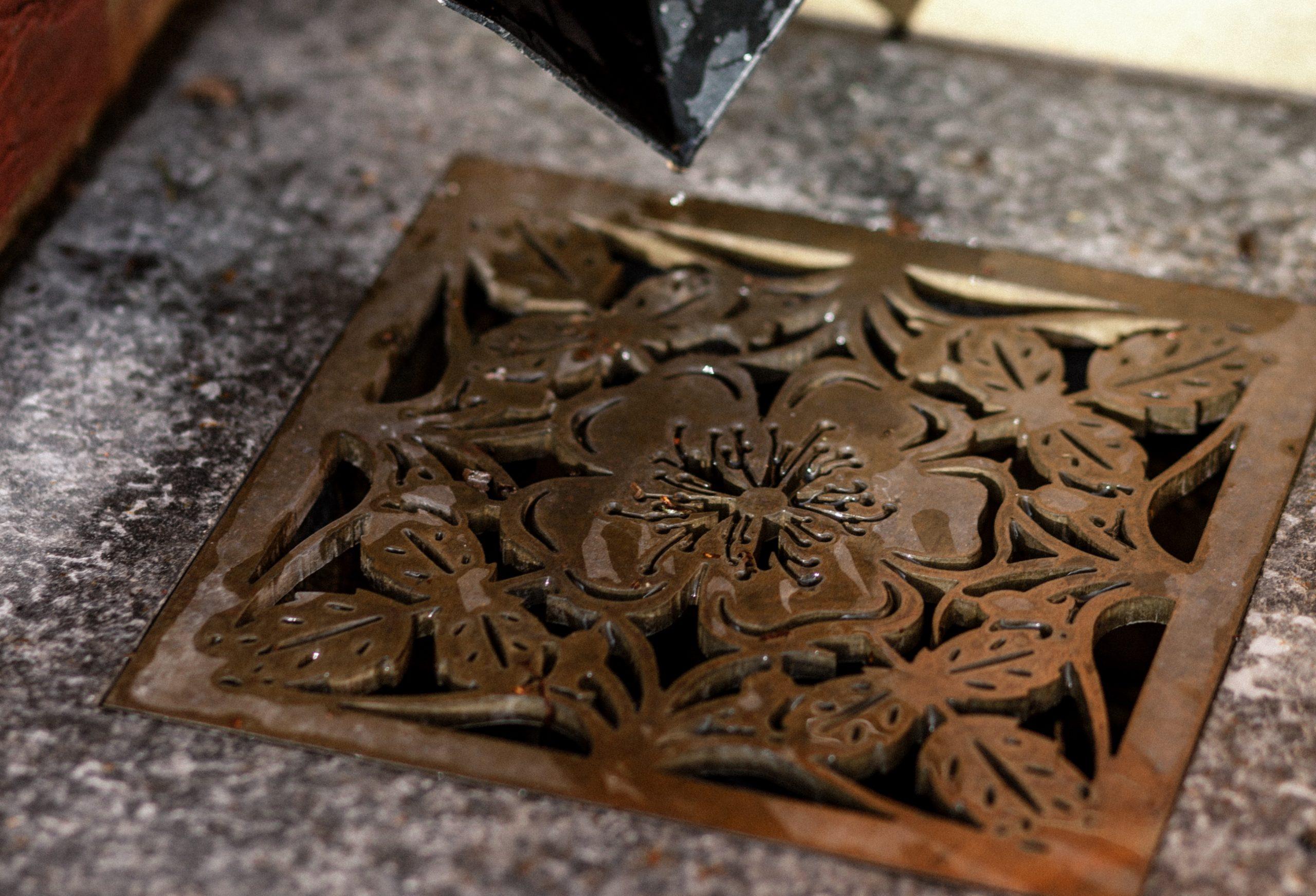 Decorative brass metal plate for garden