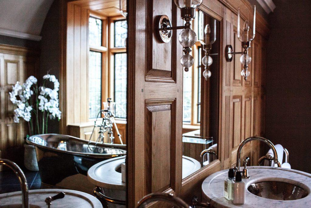 Classic Oak panelled bathroom