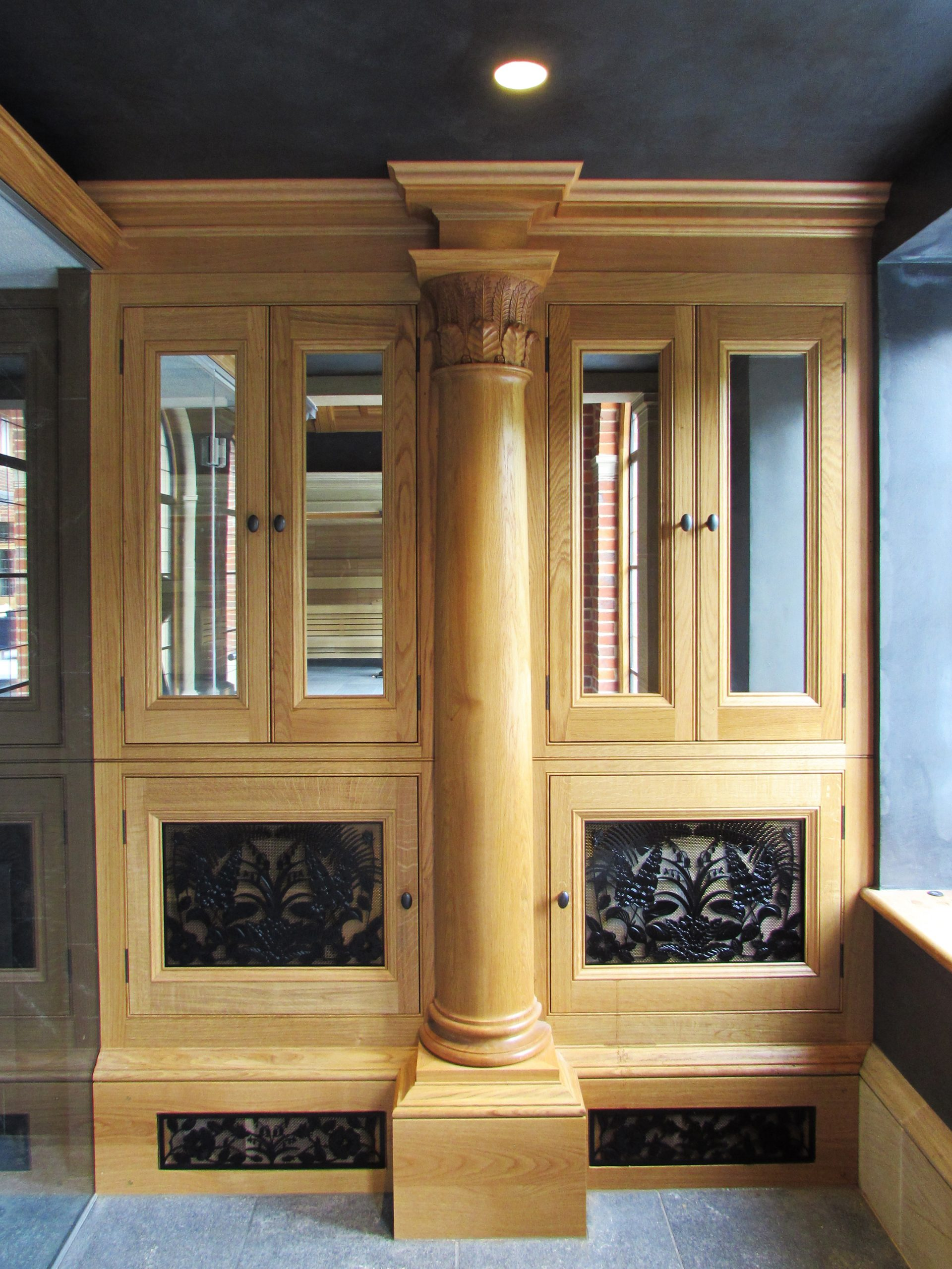 Classical Oak column and cabinet with mirrored doors