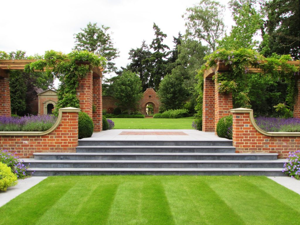 Arts and Crafts garden design in the UK