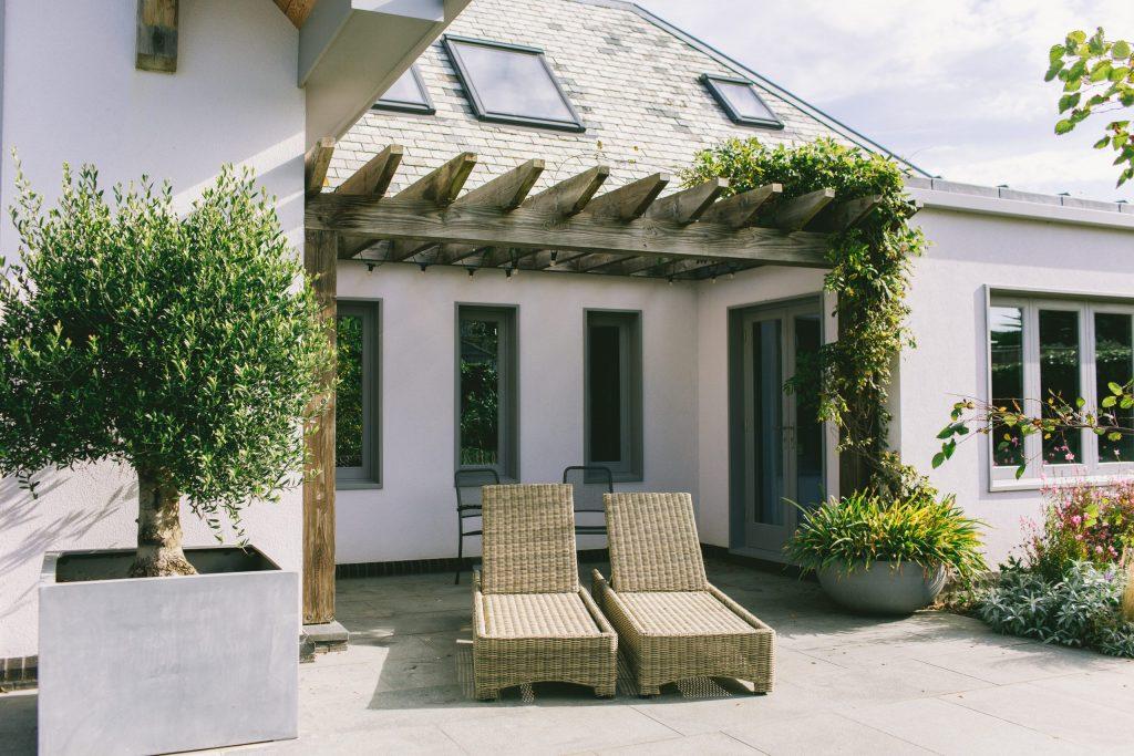 Rustic contemporary garden design and pergola