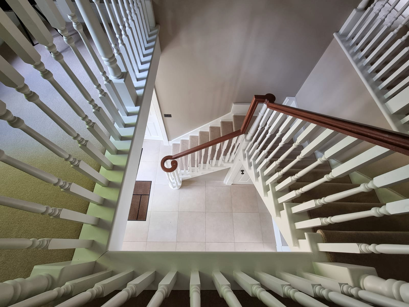 Country classic staircase with landing balustrade