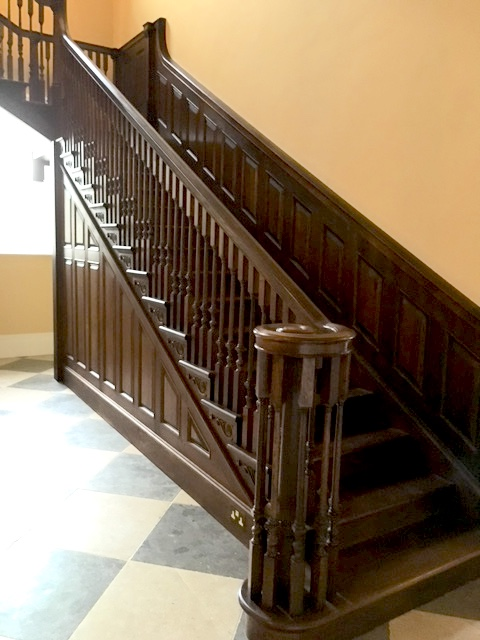 Large hallway staircase with traditional balustrade